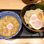 舎鈴 - つけ麺 小盛り 630円