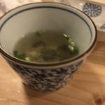 大衆酒場 BEETLE - 締めのサービスのしじみスープ。ピンボケだw