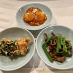 龍宝飯店 - エビチリ、ニンニクの芽炒め、唐揚げ