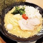 家系ラーメン 町田商店 - ラーメン(醤油) 税込700円