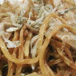 でんこ - パサパサでちょっと硬めの平麺とタップリのちりめんが特徴