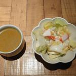 Asian Cafe & Diner Vivid Ajia - 前菜のサラダとスープ