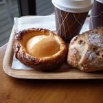 113217719 - 白桃のデニッシュとホットコーヒー