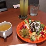 ボンカフェ - グレープフルーツジュースとサラダバーとスープバー