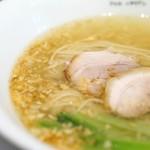 黄金の塩らぁ麺 ドゥエイタリアン -