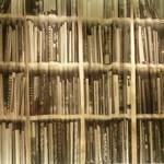 ドトールコーヒーショップ - 本棚柄のカーテンが面白い