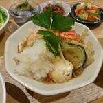 実身美 - メインの「エビとお野菜の天ぷら~おろし添え~」