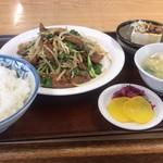 長栄軒 - 料理写真:一度は食べたかったレバニラ炒め定食…