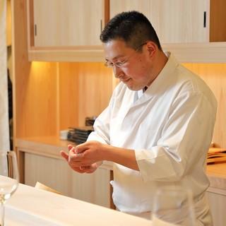 日本中の魚を極めた店主「花岡」が握るこだわりの鮨