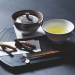 TEA AND BAR -