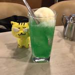 マヅラ喫茶店 - クリームソーダ330円(税込)