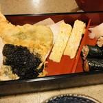 113233443 - 「そば膳」に付く天ぷら、卵焼き、そば寿司。