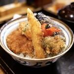 新潟カツ丼 タレカツ - ■野菜ヒレかつ丼 930円