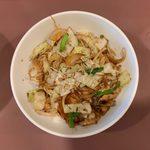 けん太 - 肉野菜炒丼+半ラーメン ¥850 の肉野菜炒丼