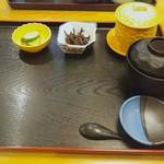 玄海寿司 - 先にトレーが運ばれてきます、