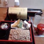 竹むら - 料理写真:天もり、と、そば割り。