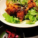 鶏っく - ソースは野菜にもバッチリ。