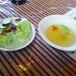 グランデ・レガロ - ランチセットのサラダとスープ