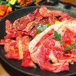京昌園別館 - セット盛り  カルビにロースにハラミ   焼き肉三銃士です