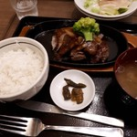 113266230 - 国産牛とオーストラリアビーフのサイコロステーキ定食