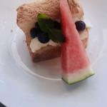 La petite maison - ブルーベリーのシフォンケーキ