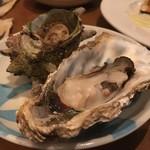 壱岐 - *牡蠣。 新鮮な海の幸もかなり豊富。 目の前で七輪で焼いていただくこともできます♫