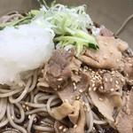 名代 箱根そば - アップです。豚肉が冷たく無い。嬉しい(^◇^)