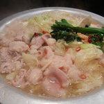 もつ鍋家 一 - 煮えました♪サッパリしたスープが美味しいです。