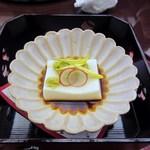 11328502 - 最初のお椀は造り豆腐、菊の花弁が添えられてとってもお洒落。