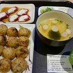 大阪玉出 会津屋 - 料理写真:たこ刺しセット。ノーマルで900円。たこ焼きをラヂオ焼きに変更したので+100円でした。これは頼む価値あります。