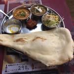 インド・アジアン料理 プルナ - 小川町ターリー ドリンクが付いて950円