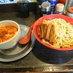 勢拉 - つけ麺(中盛、極太黒メンマトッピング(スタンプカード使用)、辛味増し、ネギ増し、一味唐辛子ニンニクいっぱい)