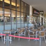 イタリアン・トマト カフェ - 店舗前には、結構な数のオープンテラス席が在ります