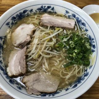 マルチョンラーメン本店 - 料理写真:大ラーメン750円