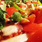 フラットファイブ - モッツァレラと蛸のトマトサラダ