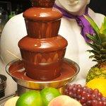フラットファイブ - Partyではブッフェスタイルで料理を取り分け。大人気のチョコファウンテンもあります!