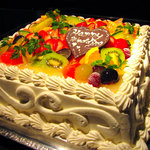 フラットファイブ - 人数にあわせたケーキオーダーも可能!写真のLサイズは1週間前までにご予約下さい。