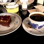 11332946 - 胡桃とチョコレートのケーキ、エイジングコーヒーのブレンド