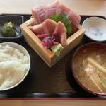 魚と肴 とおるの台所 - まぐろ定食