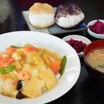 月山レストハウス - 料理写真:中華丼、おにぎり