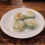 唐居 - ニラ饅頭