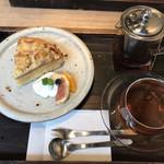 珈琲屋 Wacca - 桃のタルトとロイヤルウバティー