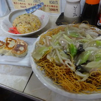 長崎屋-Cセット(皿うどん・半炒飯+餃子3つ)