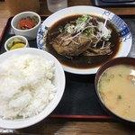 満月食堂 - 料理写真:鯛のあら炊き定食=940円