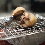 113343968 - 藁の煙で燻した手羽餃子(サルシッチャとマッシュルームとチーズ)