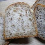 なまけもののパン屋 - ライ麦入りの食パン