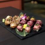 個室 肉寿司と松阪牛 くずし割烹たてがみ - 肉寿司(タン、ロース、生雲丹の肉巻き、ホルモン稲荷)