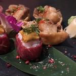 個室 肉寿司と松阪牛 くずし割烹たてがみ - 肉寿司(生雲丹の肉巻き、ホルモン稲荷)