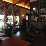 カフェダイニングBOND - 店内(座った席からパチリ)