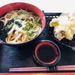 レストラン中央 - 料理写真:山菜たっぷりの山菜うどん♡お野菜天ぷら♡